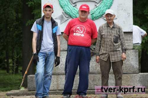 Коммунисты Бежецка провели субботник